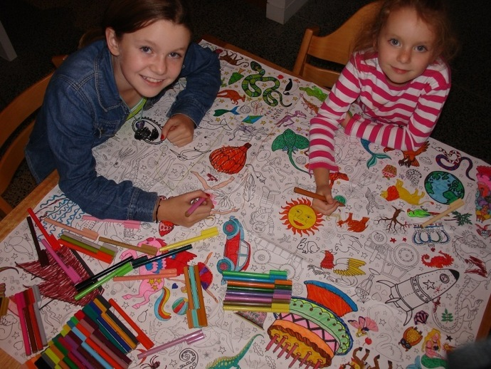 colouring in, colour in tablecloth