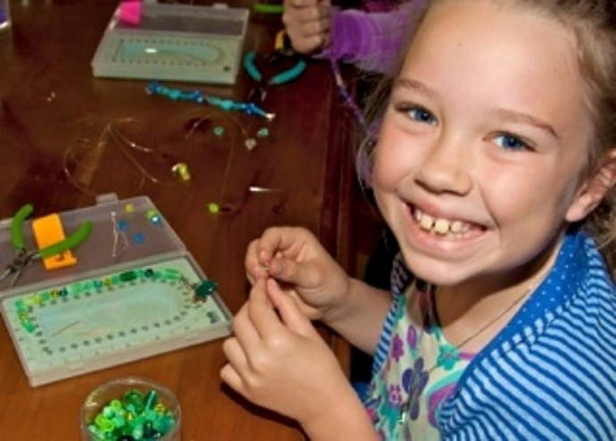 pretty little things, kids jewellery making, kids birthday parties, kids workshops